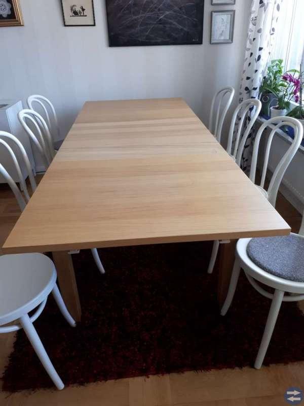 Matbord i ek