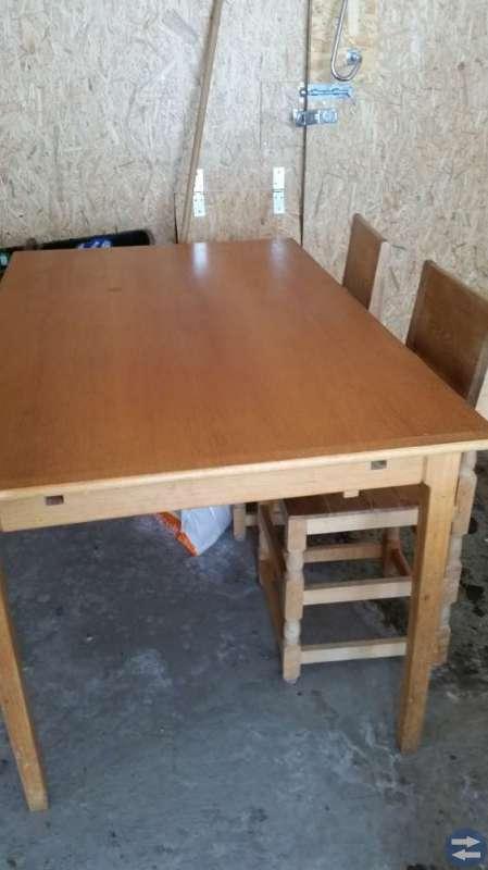 Rejält Bord och stolar