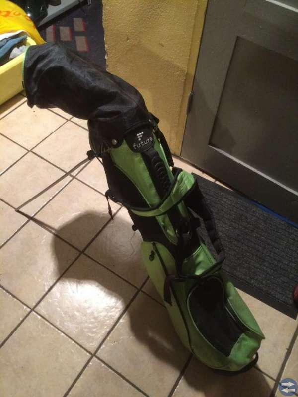 Golfbag med 6 klubbor. Junior right.