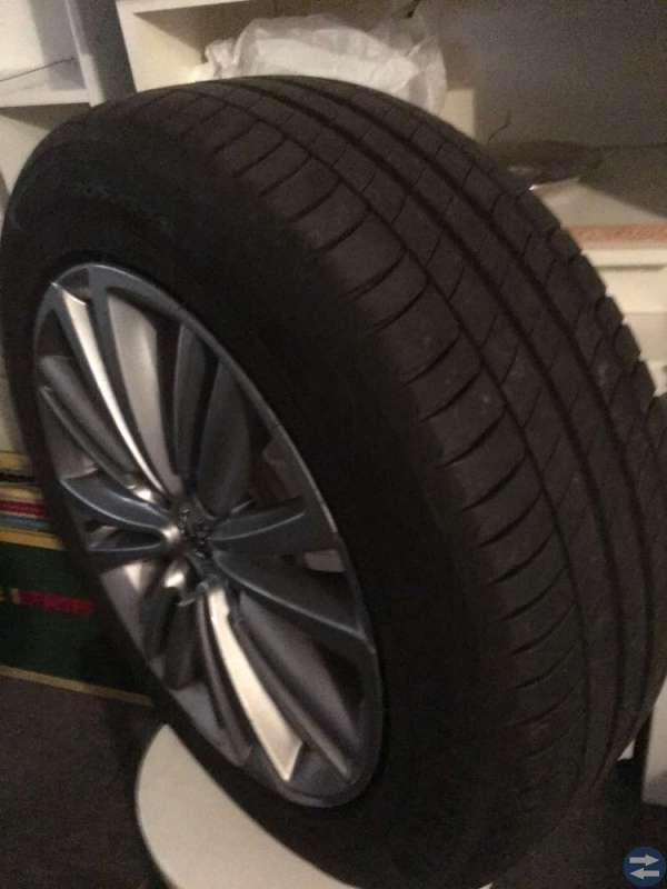 4 nya Michelindäck på aluminium fälgar
