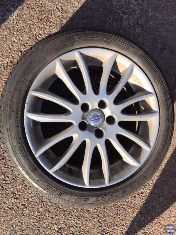 "Volvo 17"" 205/50R17 sommardäck"
