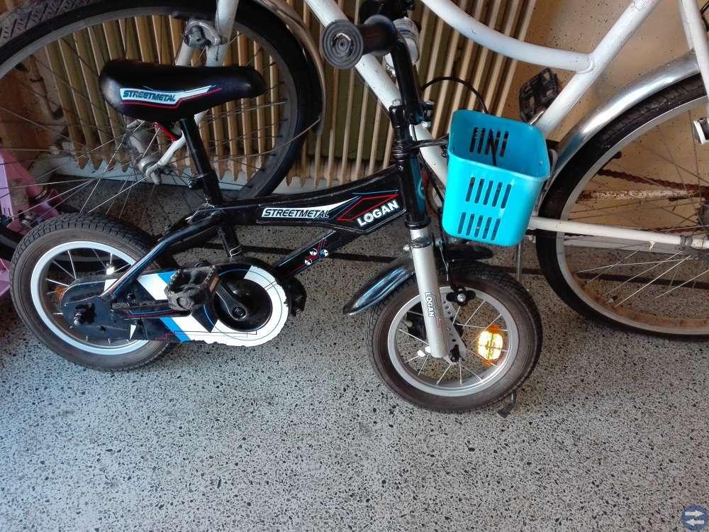 Två st barn cyklar