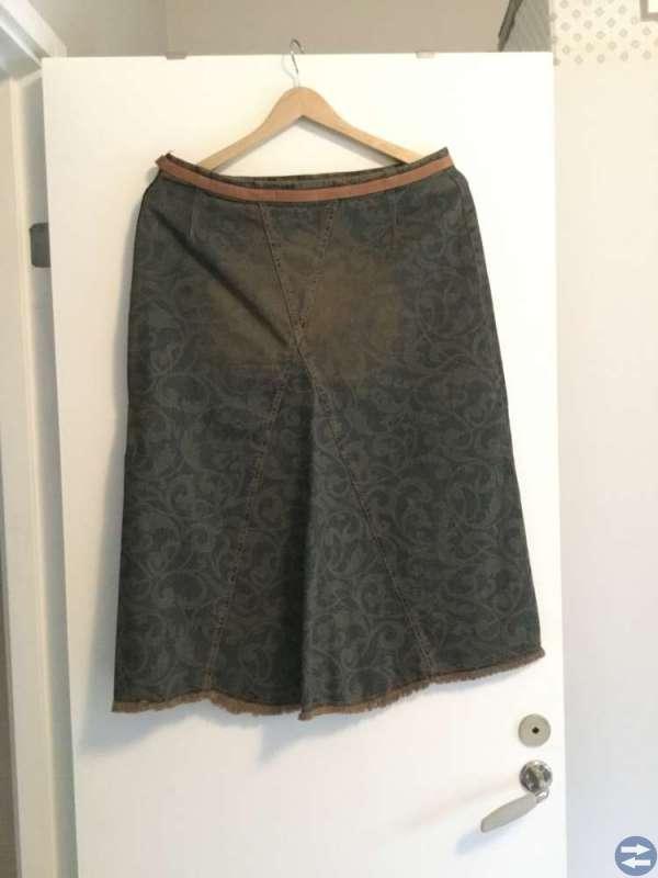 Mönstrad denim kjol, storlek 40