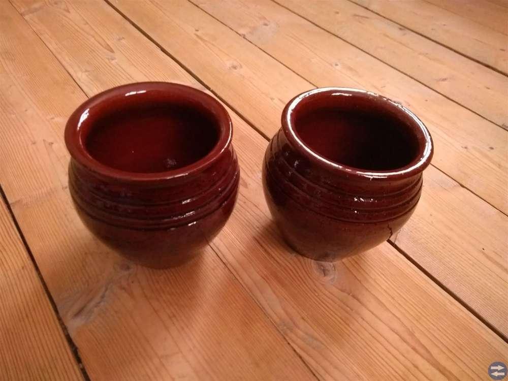 Två Lergods växtkrukor / krukor