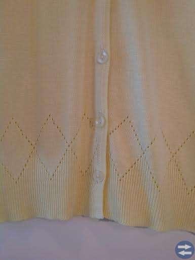 NY Kofta Gul med fint mönster nertill Stl M