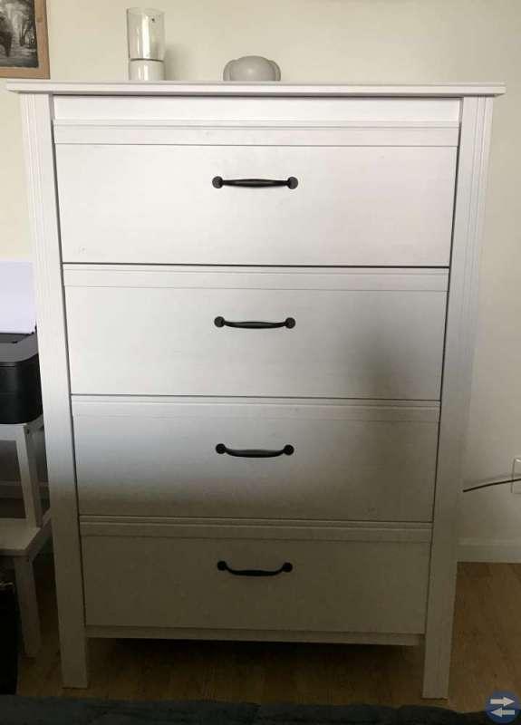 2 sängbord 1 byrå Brusali Ikea nyskick