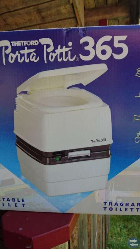 Vattenspolad bärbar toalett