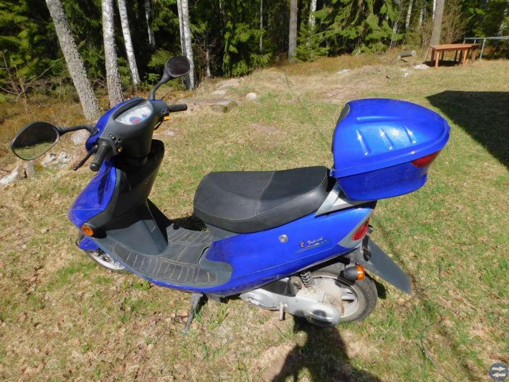 EU-moped fabriksny 2000kr