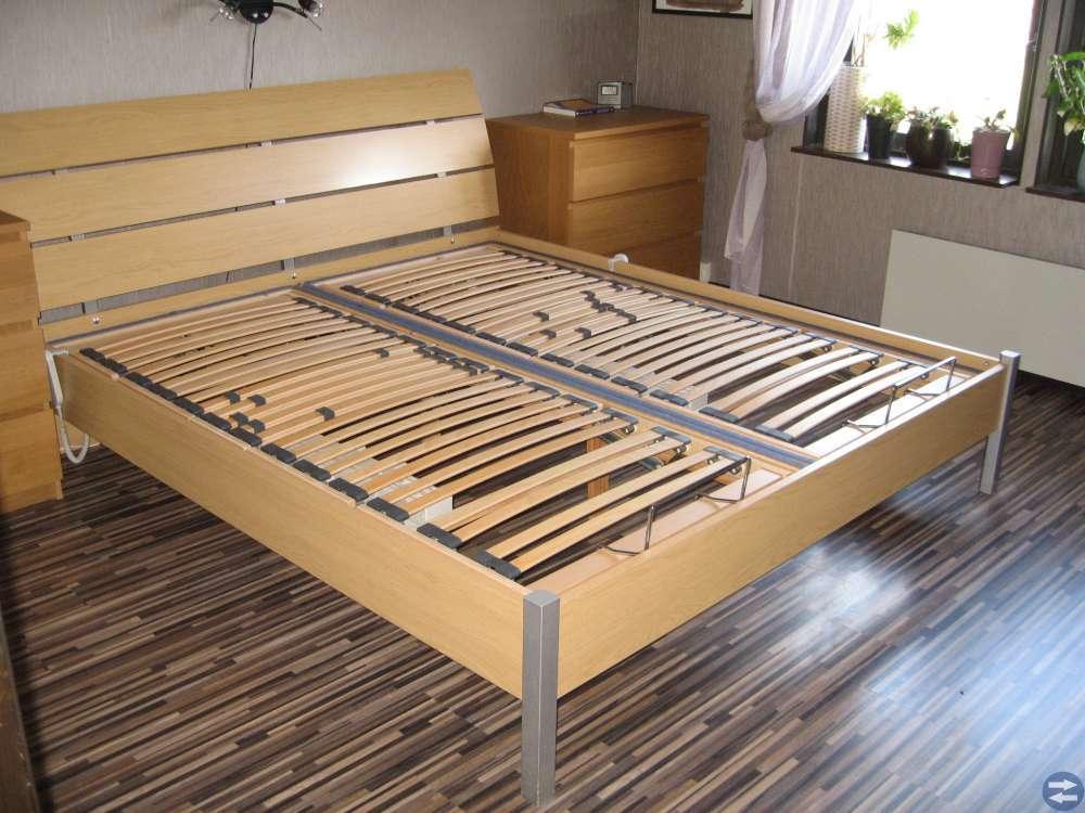 Ställbara sängar med ribbottnar, gavel och ram