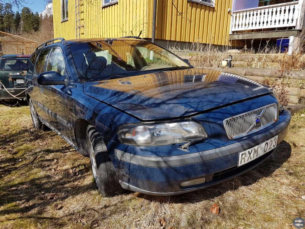 Volvo V70 2,4 -00 säljes i delar