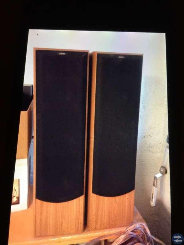 2st högtalare med kablar