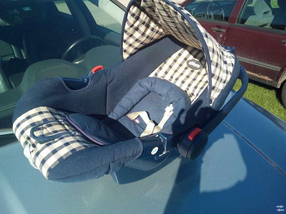 Jättefin barnstol till bilen