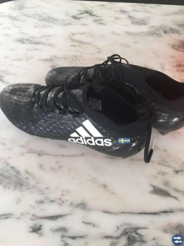 Nya Fotbollsskor Adidas