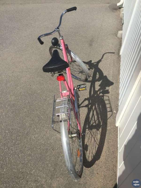 Fin gedigen rosa 26tums cykel