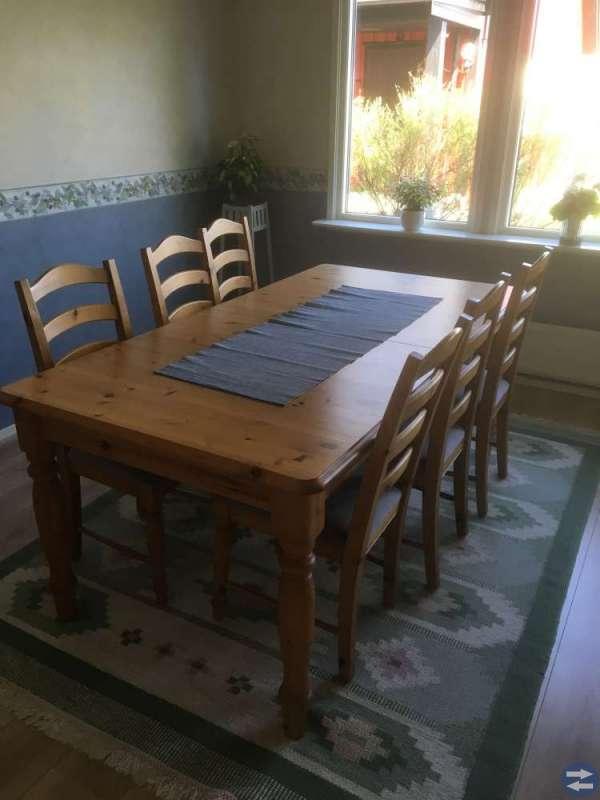 Köksbord med 8 stolar