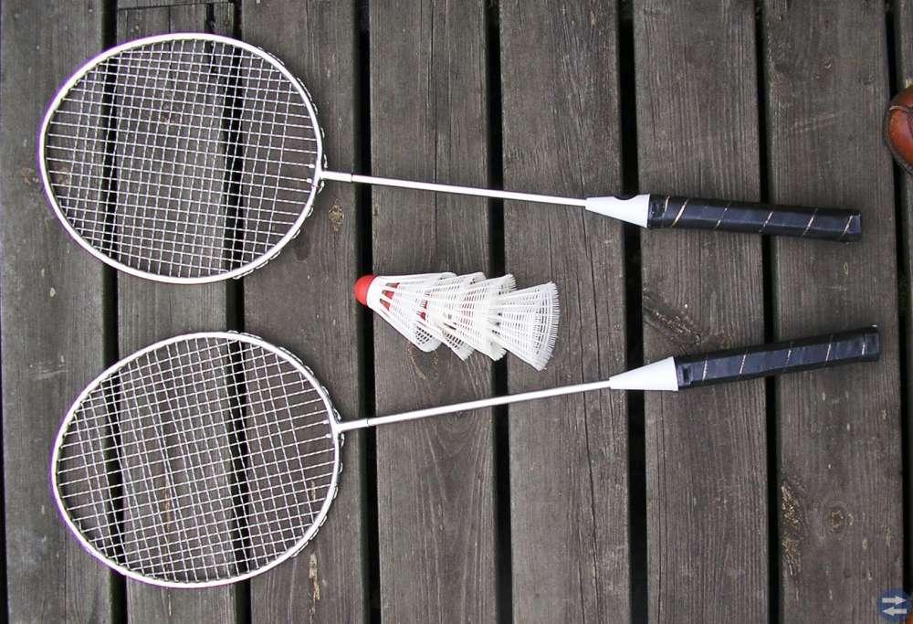 Badmintonrackets, fjäderbollar