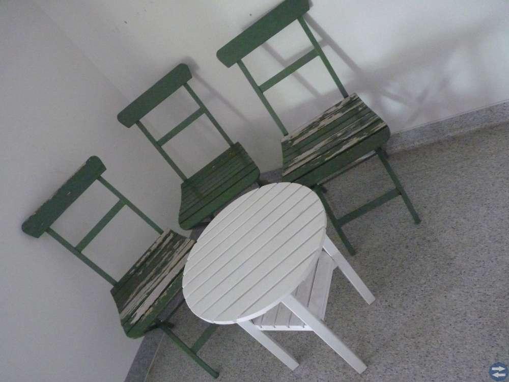 3 antika, charmiga bryggeri stolar från 20- talet