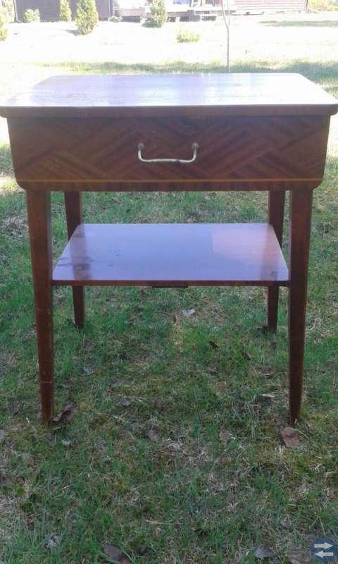 Hörnbord, soffbord. Stol. Litet bord