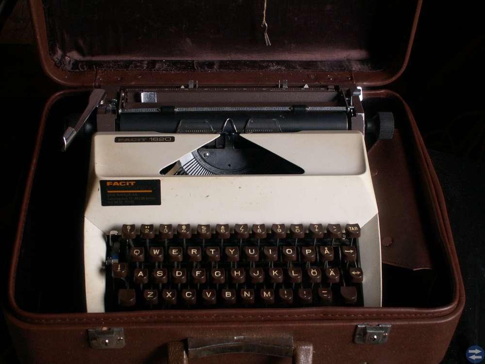 Skrivmaskin Facit. Räknesnurra o div räknemaskiner