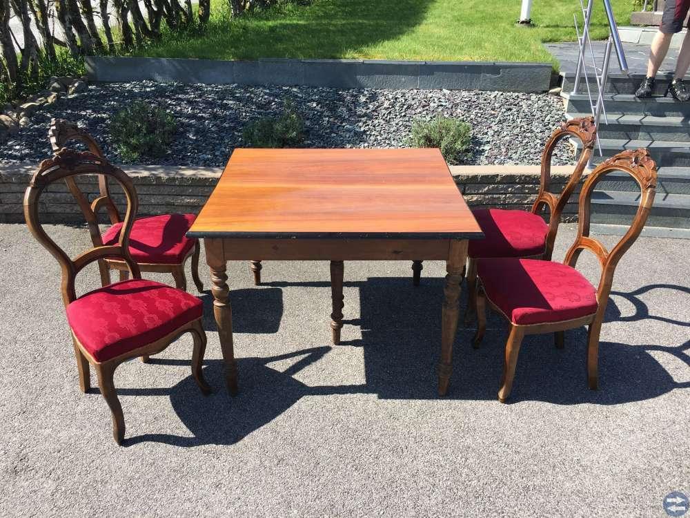 Bord + fyra stolar