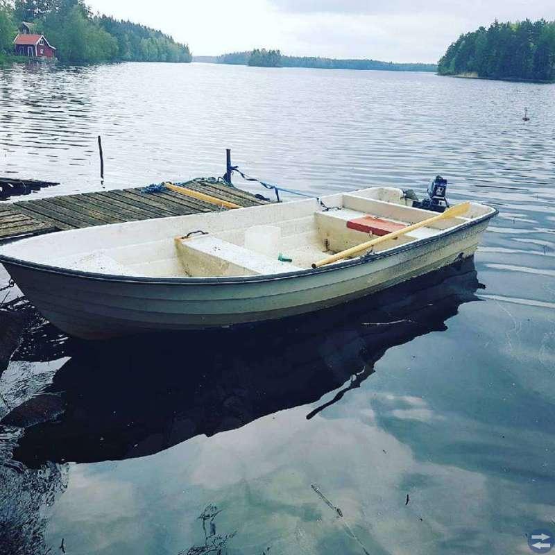 4,5m båt, nya åror och kärra