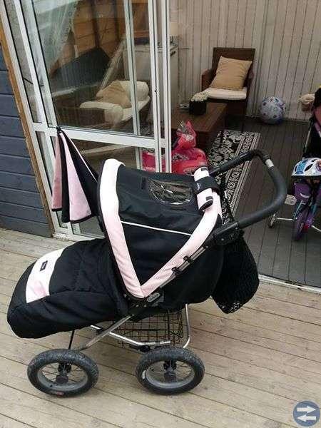 Emmaljunga sittvagn svart/rosa