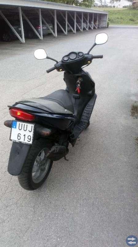EU-moped Suzuki Katana