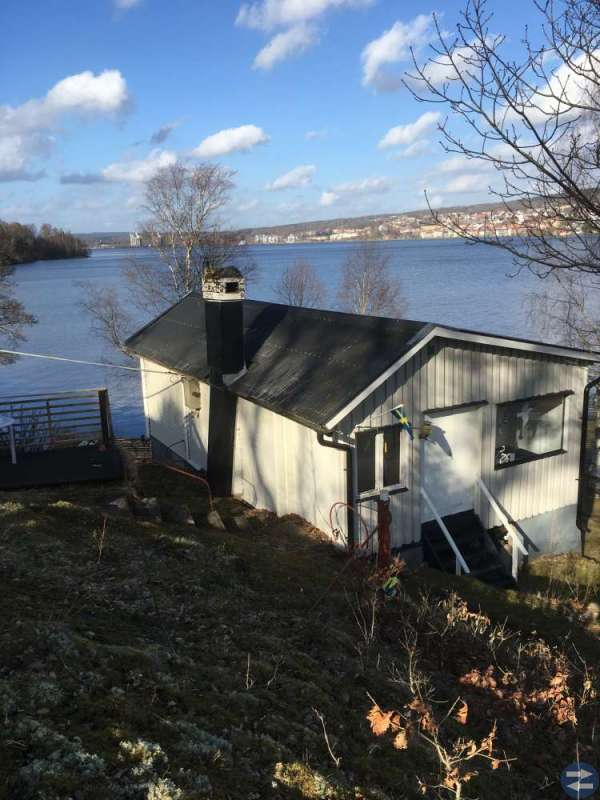 Uthyres sjönära stuga Ulricehamn