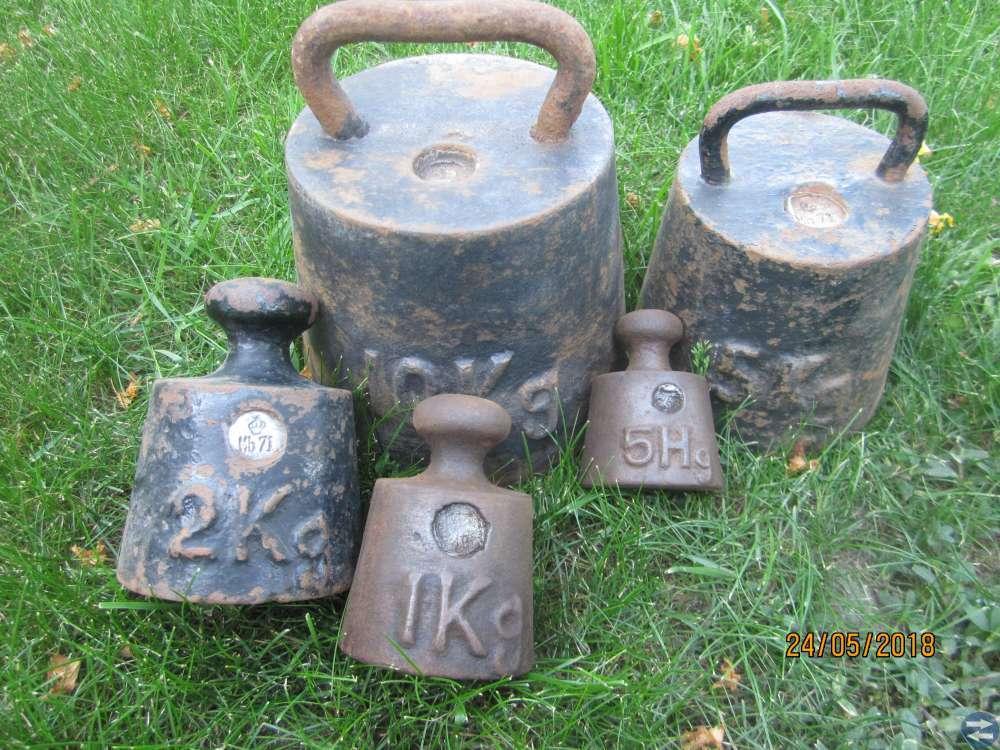 Äldre gjutjärnsvikter i 10kg, 5kg, 2kg, 1kg 5hg