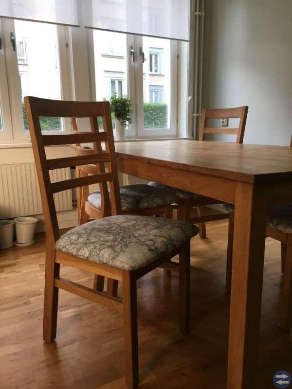 Matbord i ek + 4 stolar