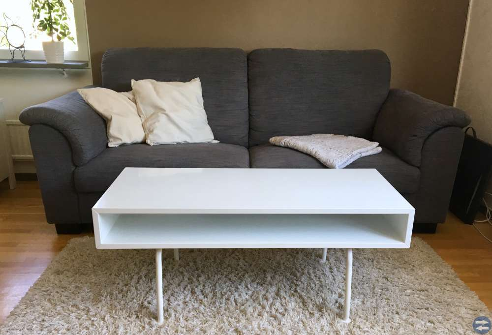3-sits soffa + vitt soffbord