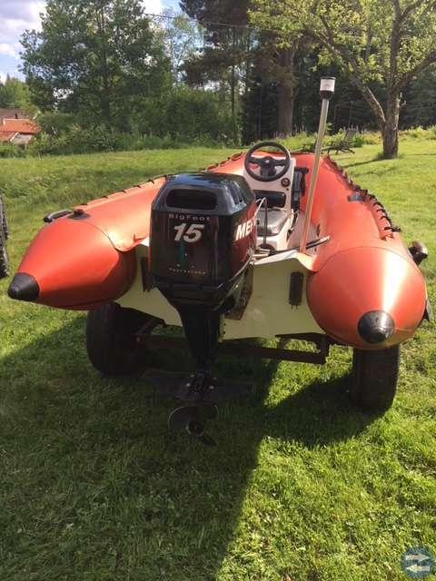 Ribbåt med styrpulpet och 15hk fyrtaktsmotor - Leksandtorget.se ... 292e297eb6c32
