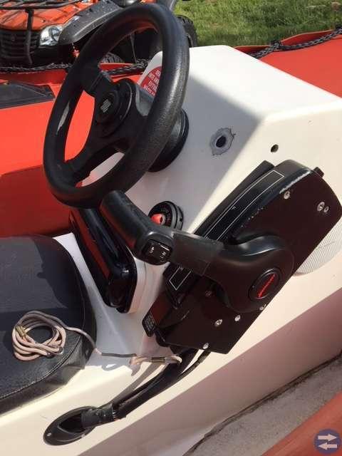 Ribbåt med styrpulpet och 15hk fyrtaktsmotor