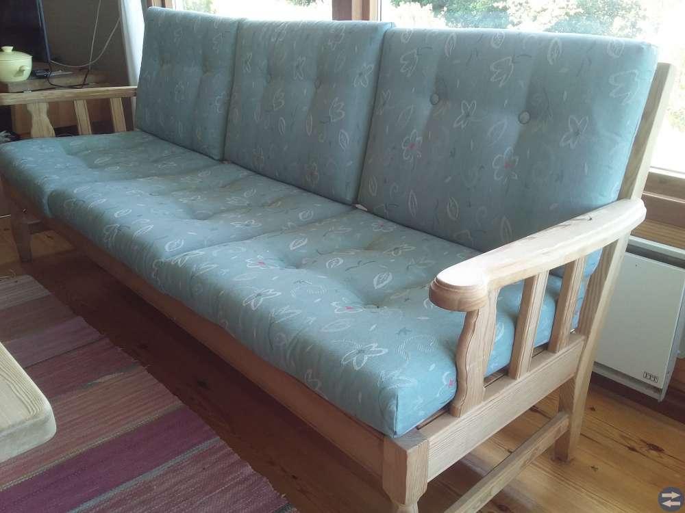 Soffgrupp soffa x 2, fotölj x 2 och soffbord