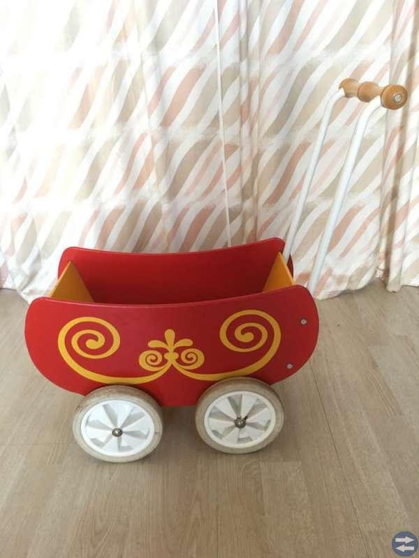 Mickis lära-gå-vagn säljes
