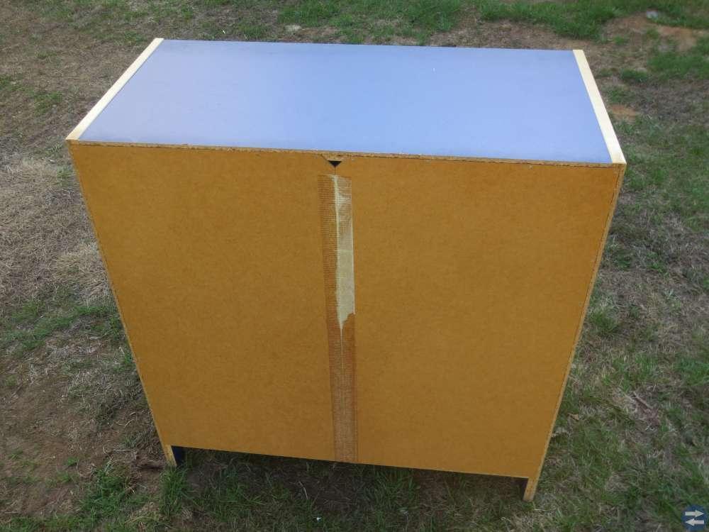 Byrå med 3 st lådor. IKEA. ROBIN 16782.