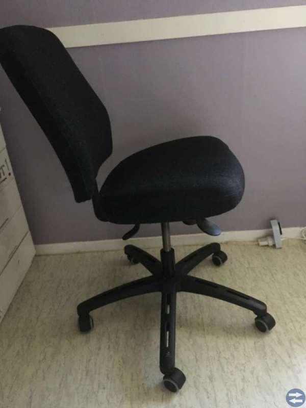 Skrivbordsstol säljes