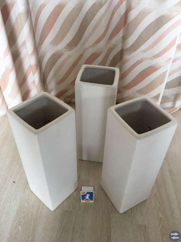3 höga vita vaser säljes