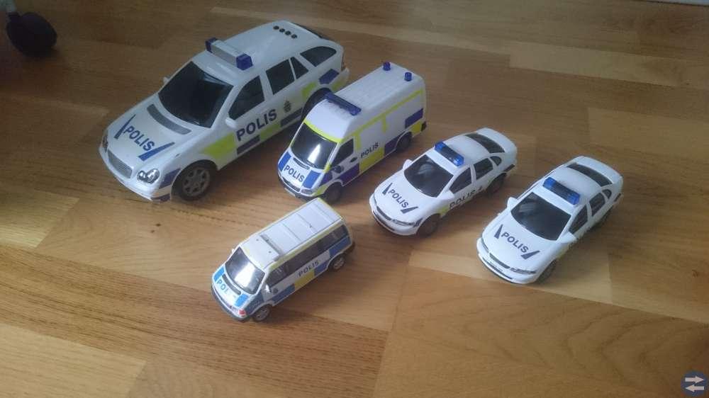 POLISBILAR MED GARAGE