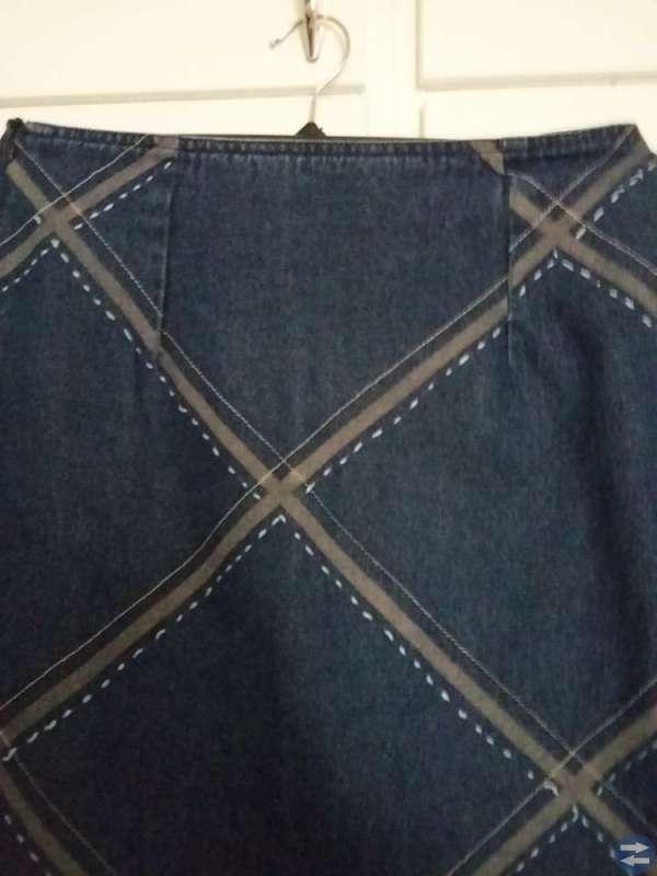 KappAhl Jättefin blå jeanskjol rutmönster strl 38