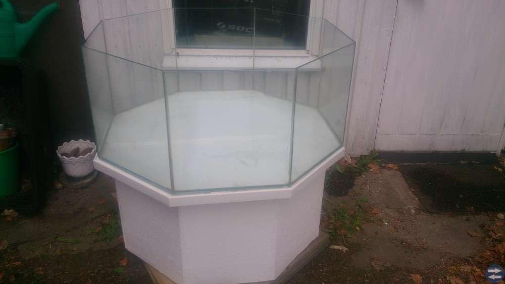 Akvarium åttakantigt