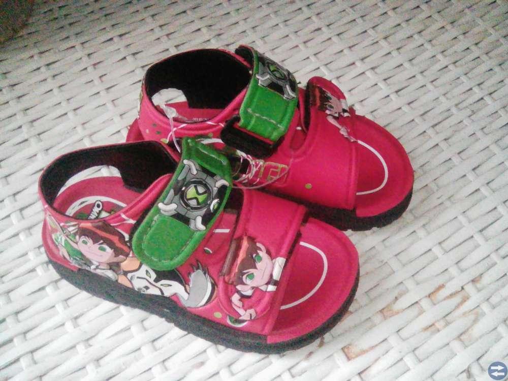 Sandaler nya till barn storlek 25 av Ben Omniverse