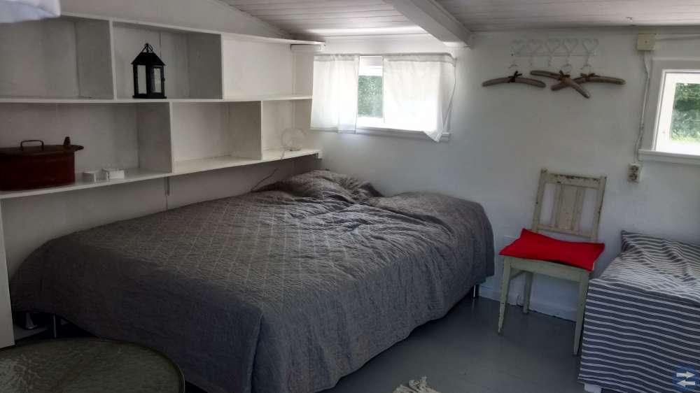 Enskilt rum i egen stuga uthyres
