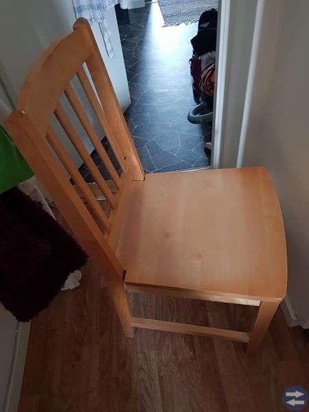 Furubord och 4 stolar