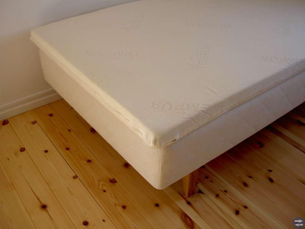 Säng och tempurmadrass 105 cm breda
