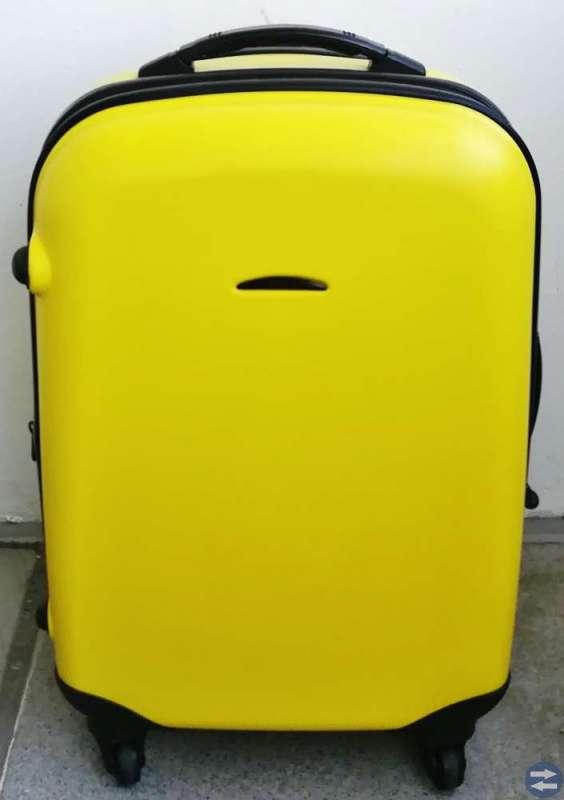 Gul och svart resväska på 4 hjul och 2 bärhandtag