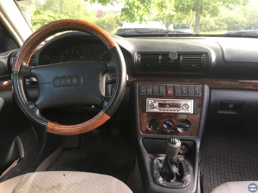 Audi A4 1.8 -97