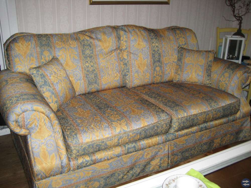 Sofa och två fotöljer