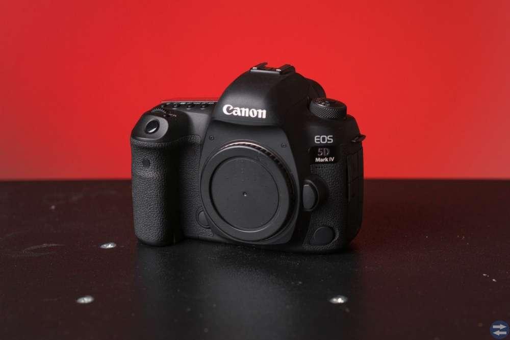 Canon 5D Mark IV 24-105mm lens