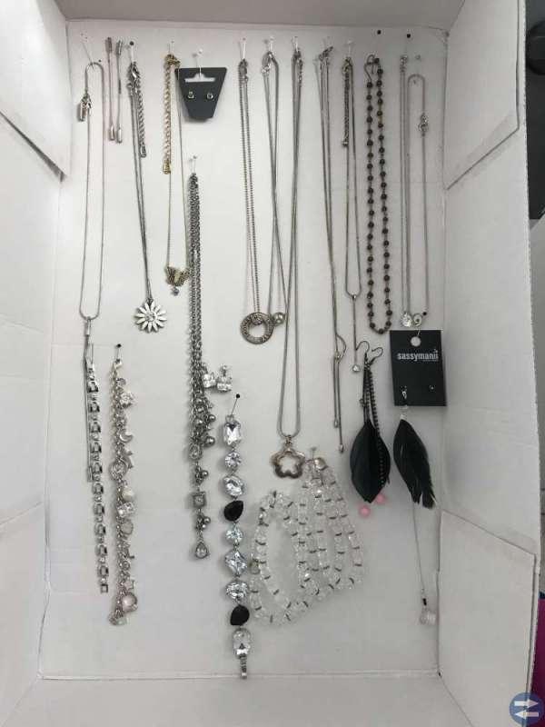 Smycken, väskor